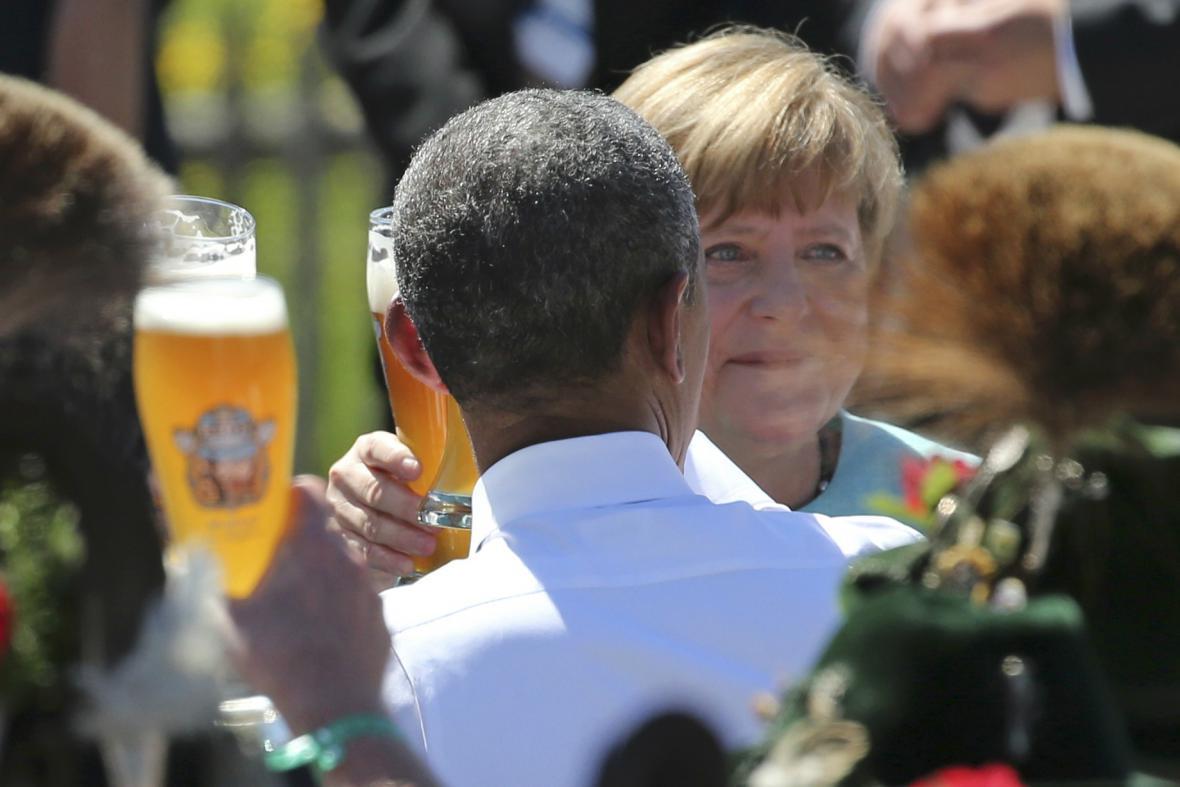 Přátelská atmosféra během setkání Merkelové a Obamy