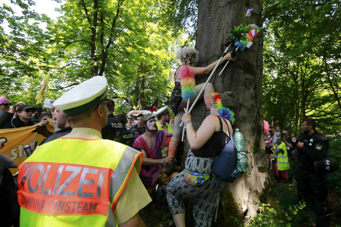 Policie zasahuje proti účastníkům protestů
