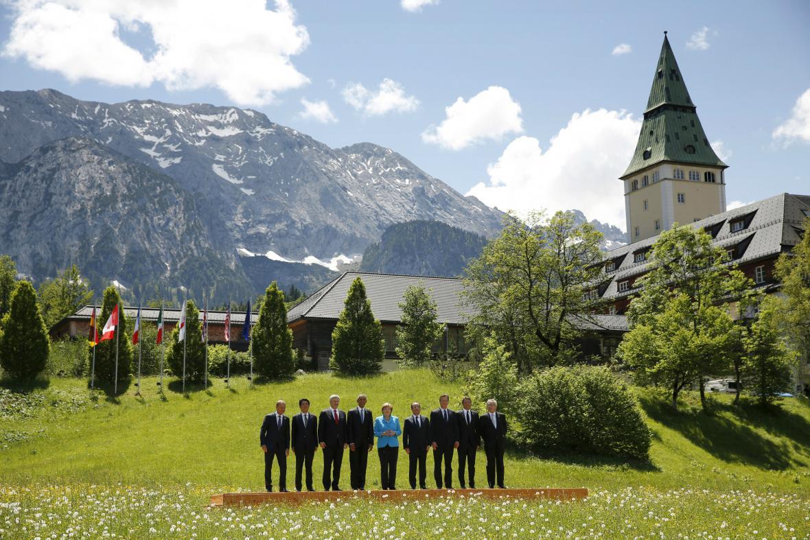 Lídři zemí G7 před zámkem Elmau