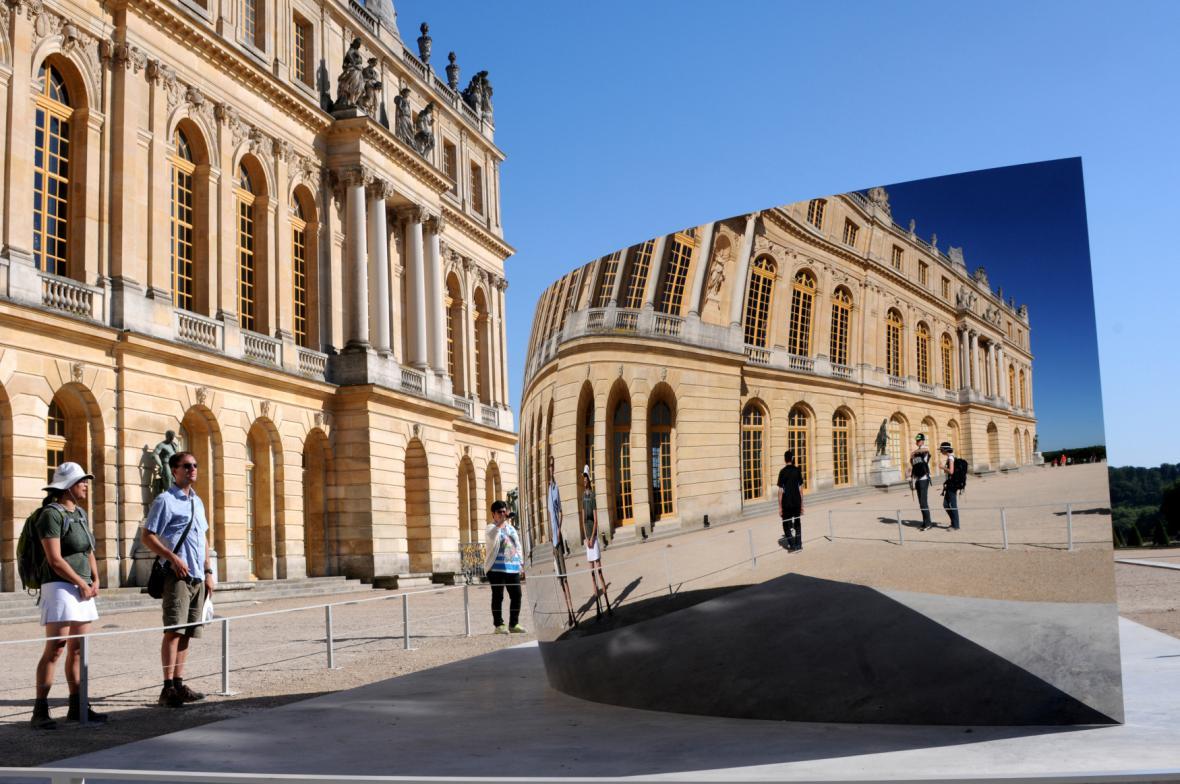 Zrcadla Anishe Kapoora ve Versailles