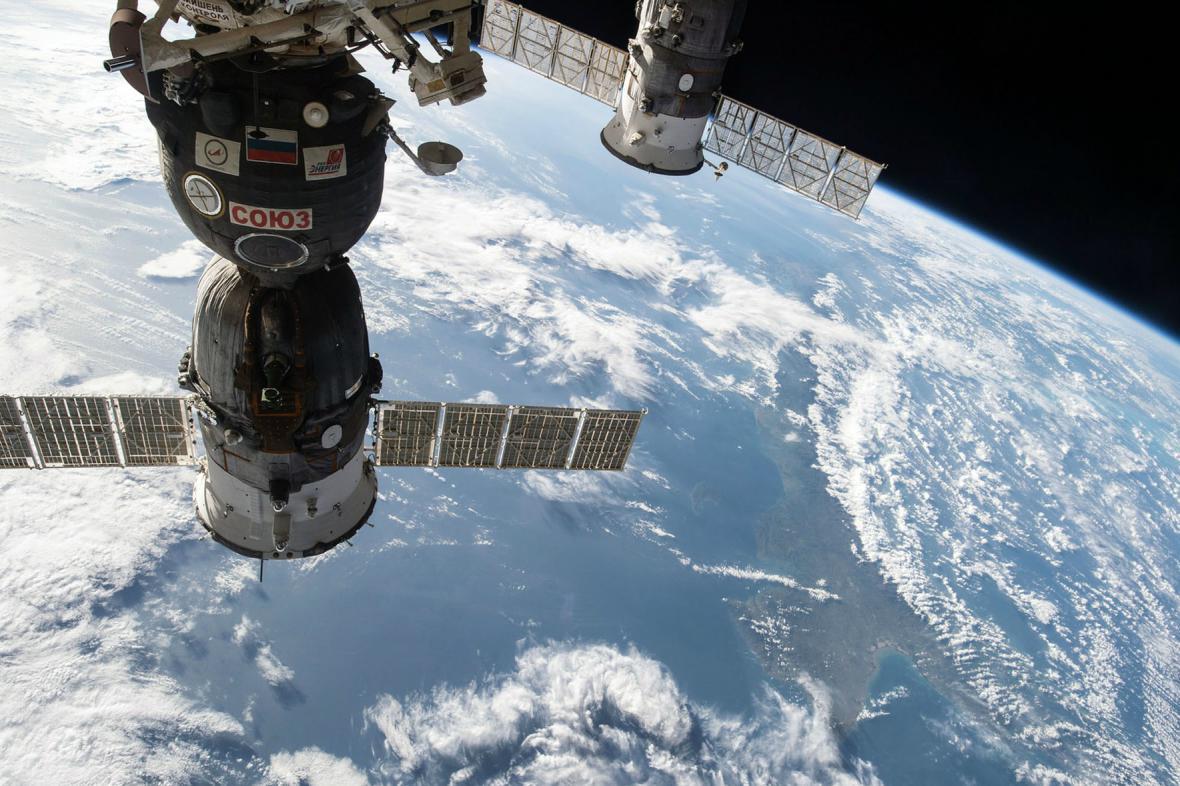 Snímek Sojuzu pořízený z ISS