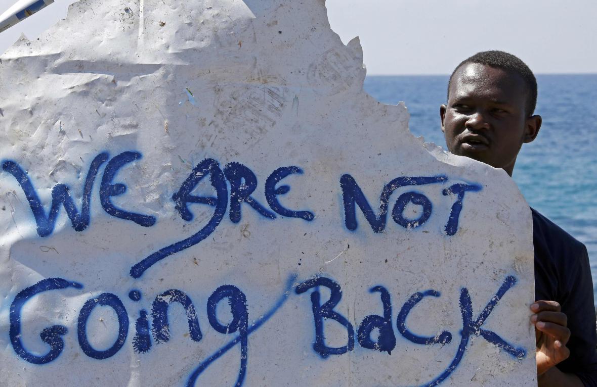 Uprchlíci u hranic Francie a Itálie