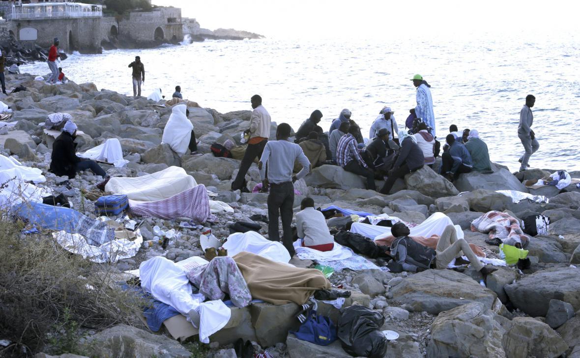 Uprchlíci na hranicích Francie a Itálie poblíž města Menton