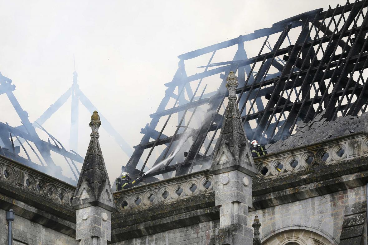 Požár baziliky v Nantes