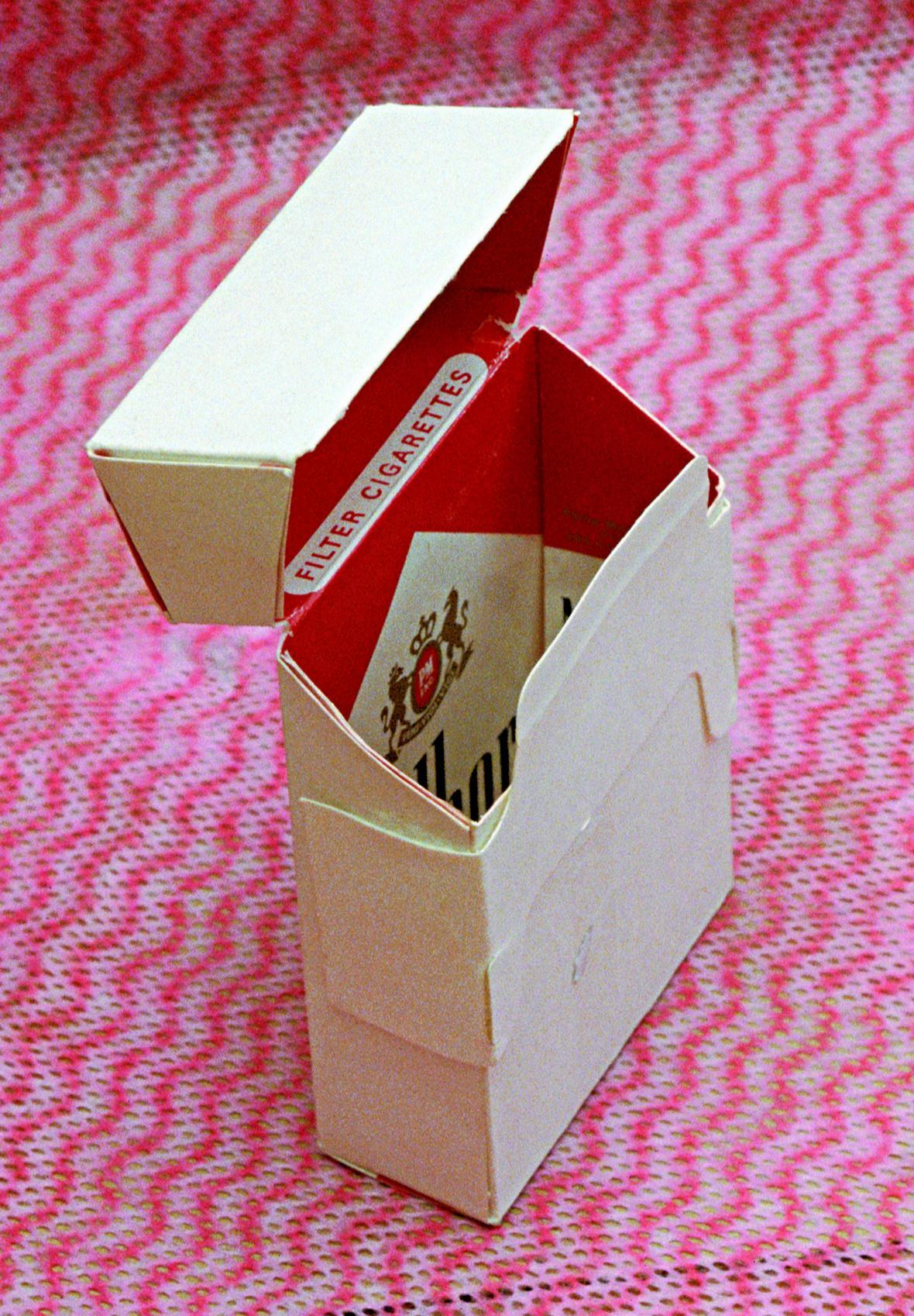 Ján Mančuška / Krabička od cigaret Marlboro (z instalace Osvobozená domácnost), 2000-01