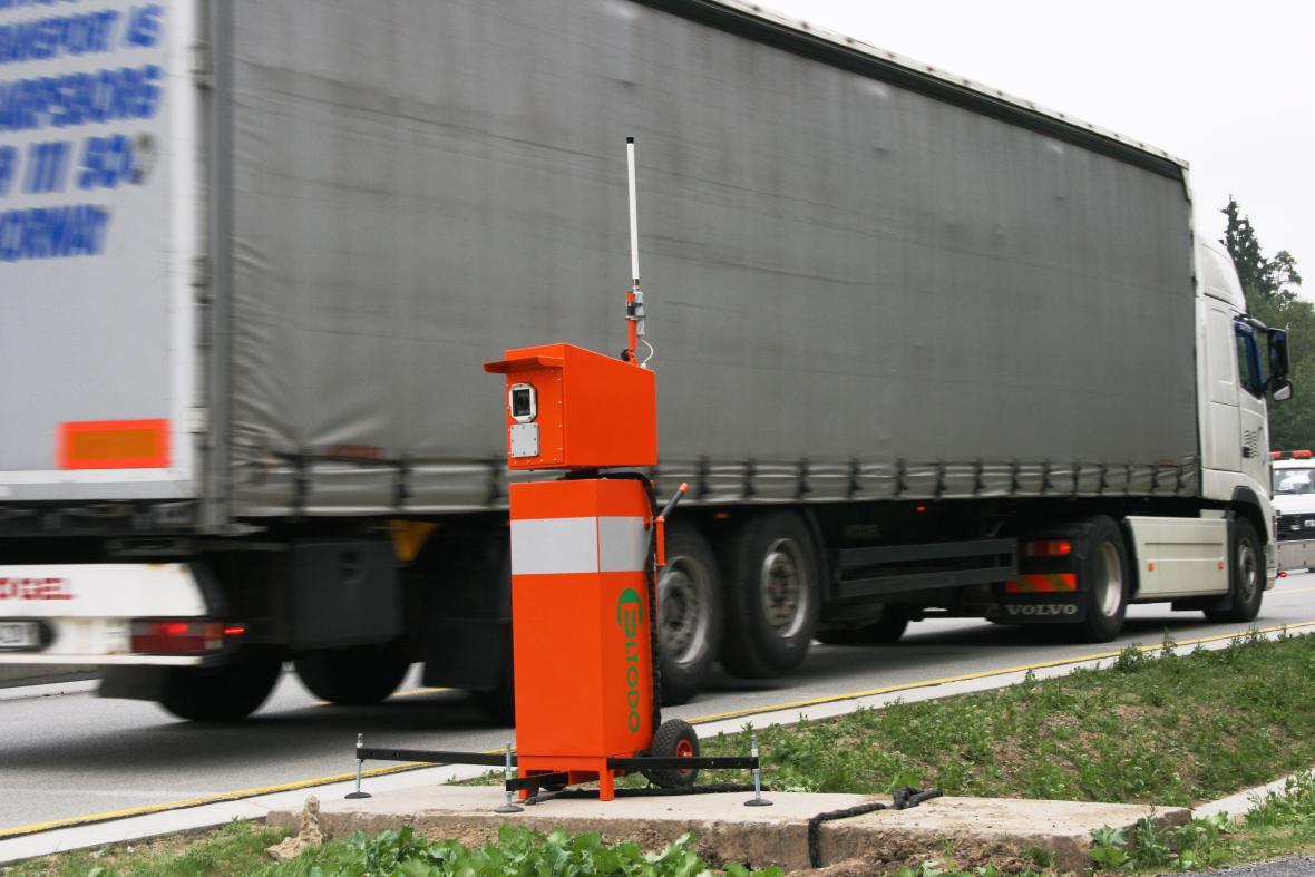 Mobilní radar s rozpoznáním rychlosti a registrační značky