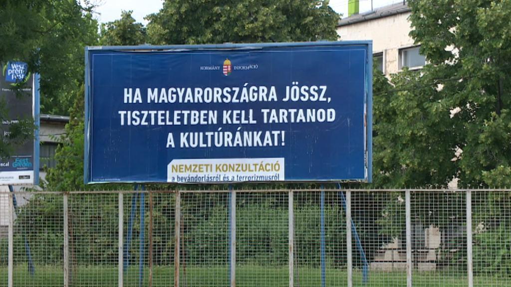 Maďarské billboardy vyzývají imigranty, aby respektovali místní kulturu