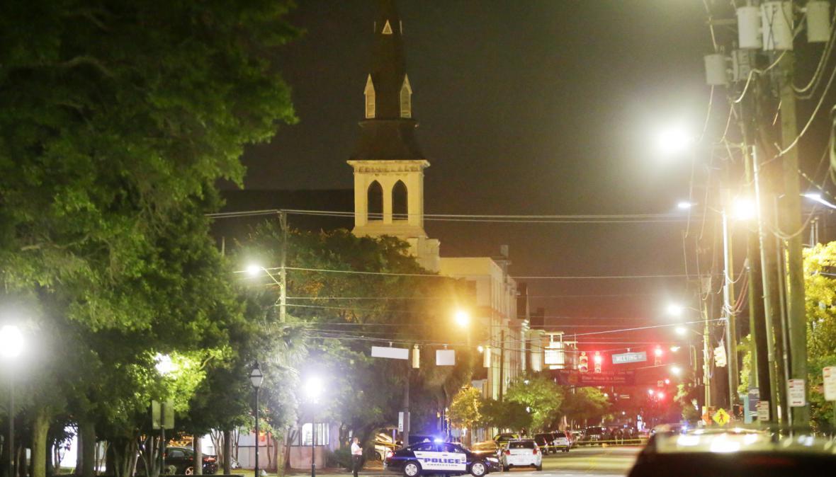 Policie u charlestonského kostela, kde došlo ke střelbě