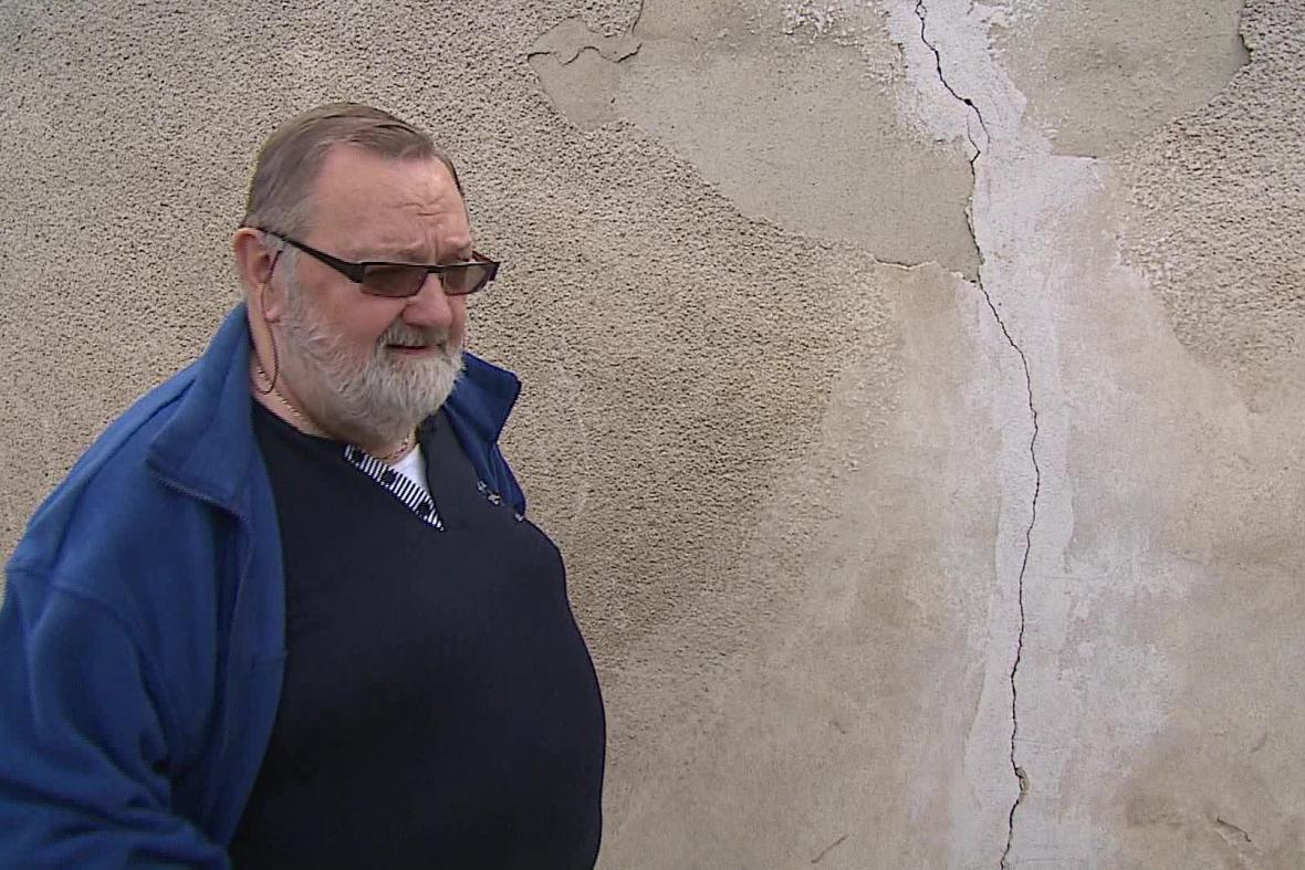 Miloslav Kolařík má kvůli dopravě poničený dům