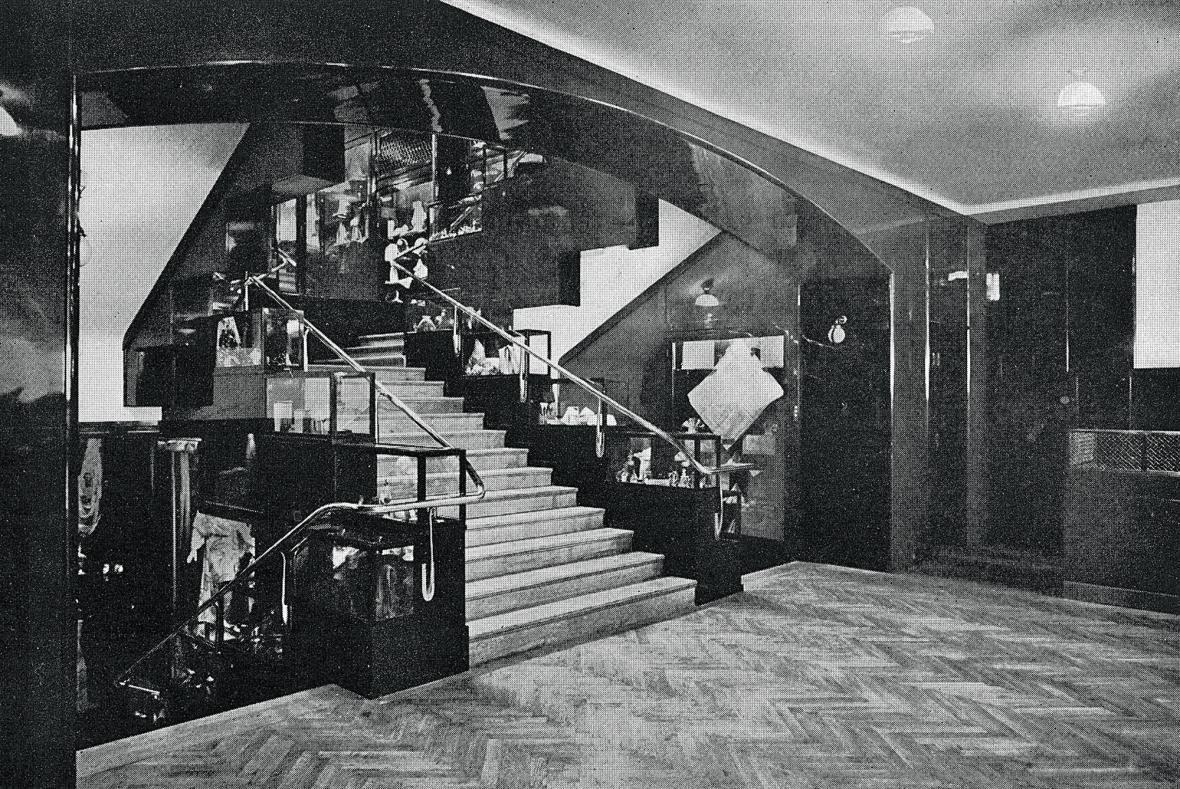 Schodiště v obchodním domě Gerngross ve Vídni