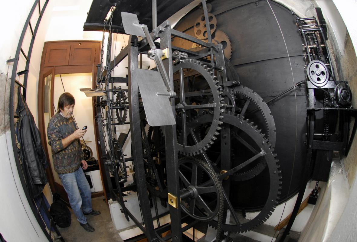 Hodinový stroj na snímku z roku 2007 - Otakar Zámečník