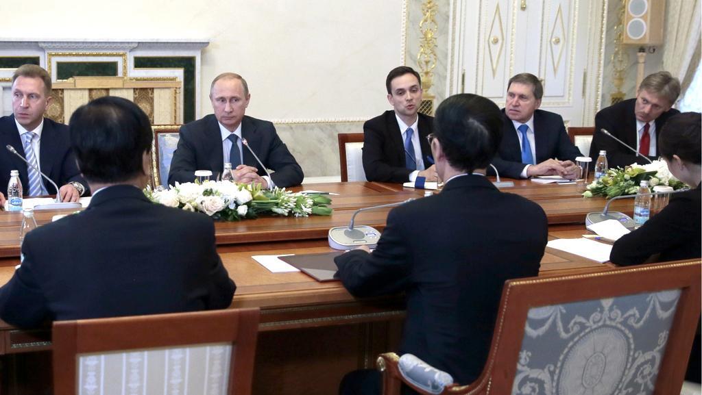 Vladimir Putin při jednání na hospodářském foru
