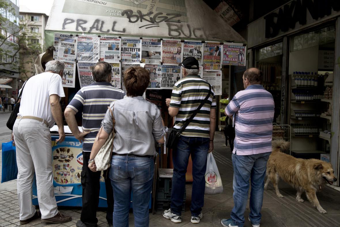 Řekové s obavami sledují jednání s věřiteli