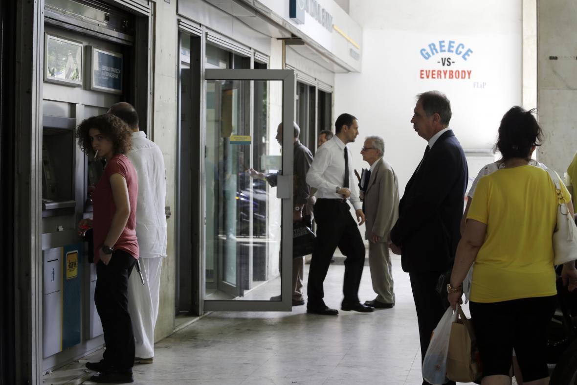 Řekové zatím vybírají své úspory v klidu