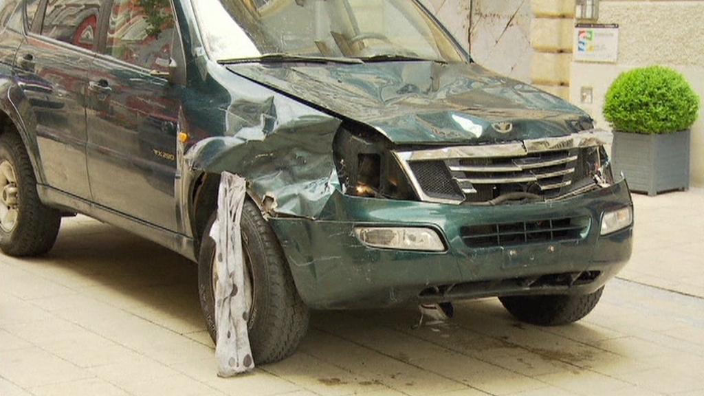 Ve Štýrském Hradci najelo auto do davu
