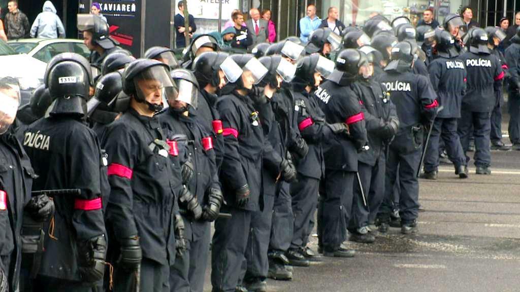 Slovenská policie na demonstraci proti imigrantům
