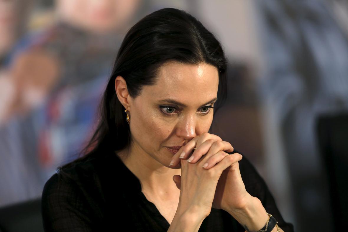 Angelina Jolie na brífinku po návštěvě uprchlických táborů