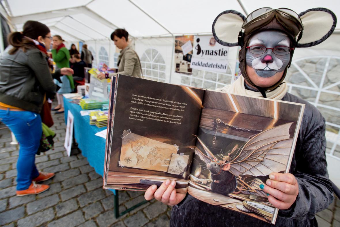 Knižní jarmark Knihex na pražské náplavce