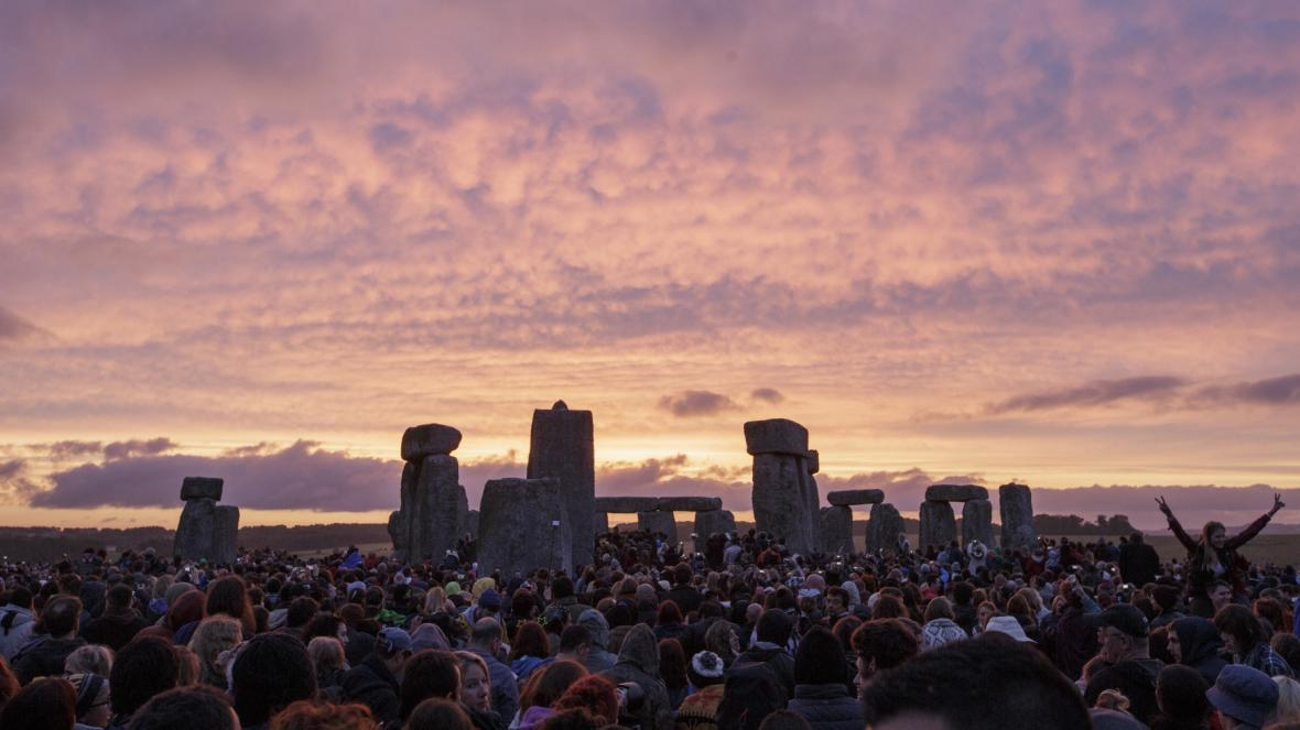 Letní slunovrat u Stonehenge