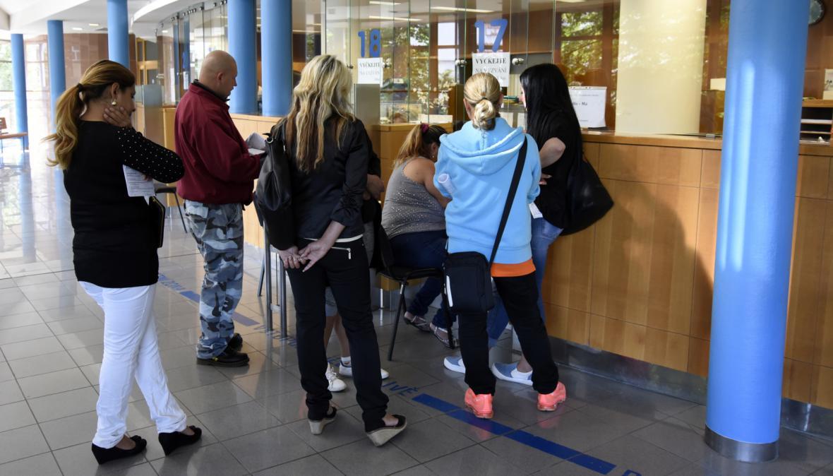 Lidé přicházejí kvůli bydlení s žádostí o mimořádnou okamžitou pomoc
