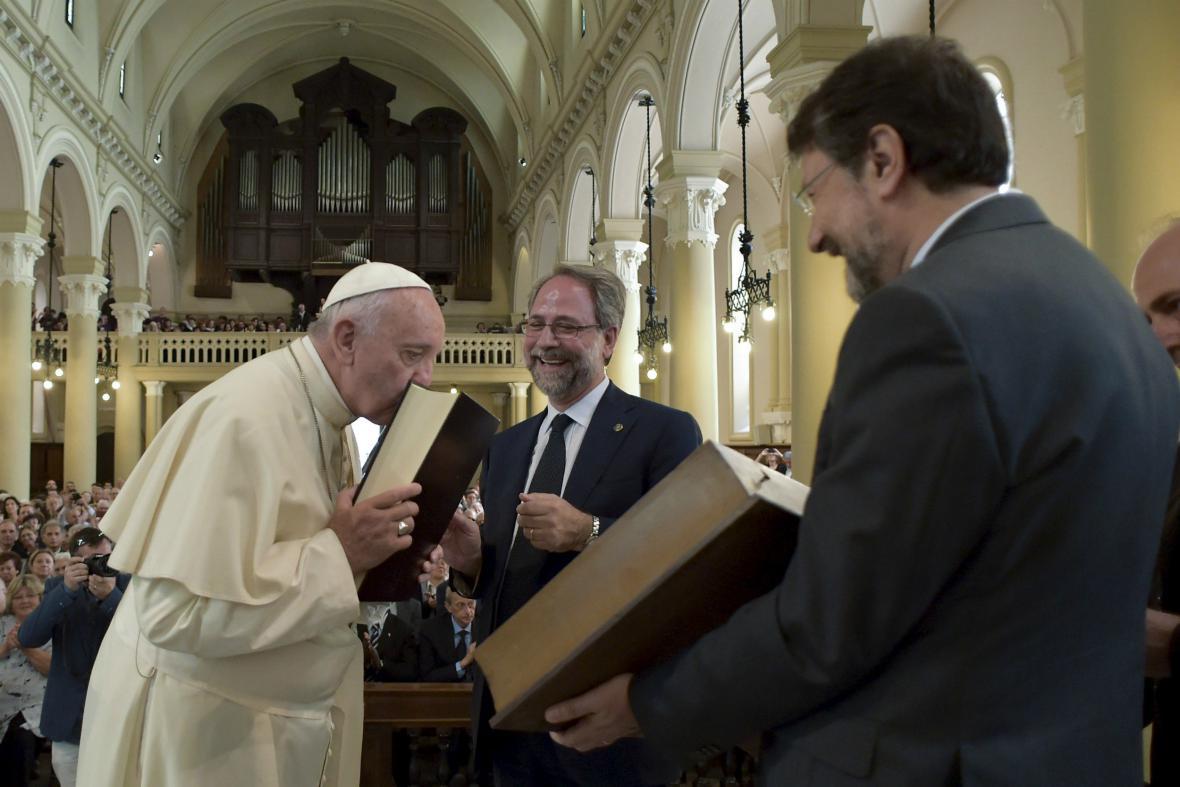 František při návštěvě kostela valdenské církve