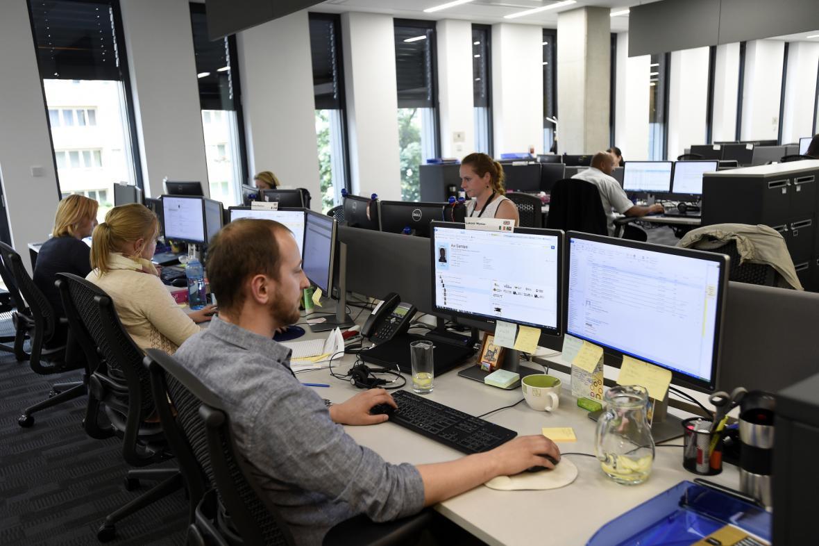 Amazon slavnostně otevřel korporátní kancelář v Praze