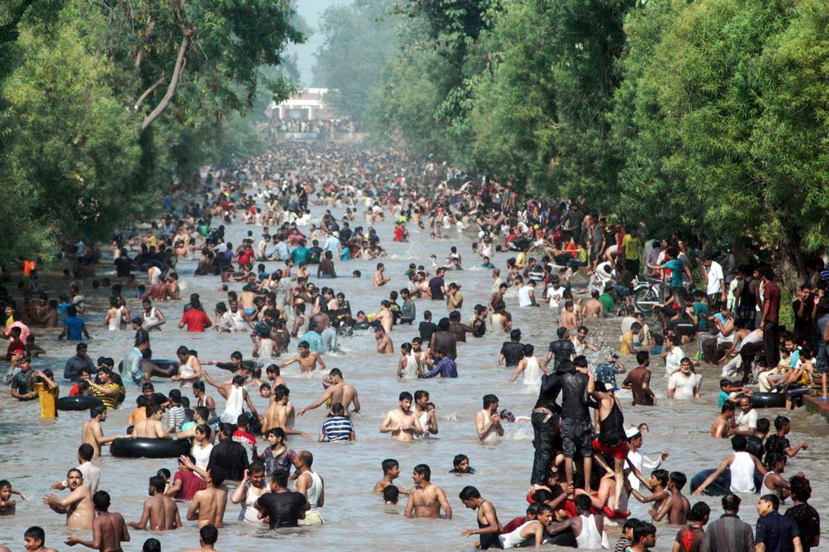 Vlna extrémních veder postihla jih Pákistánu