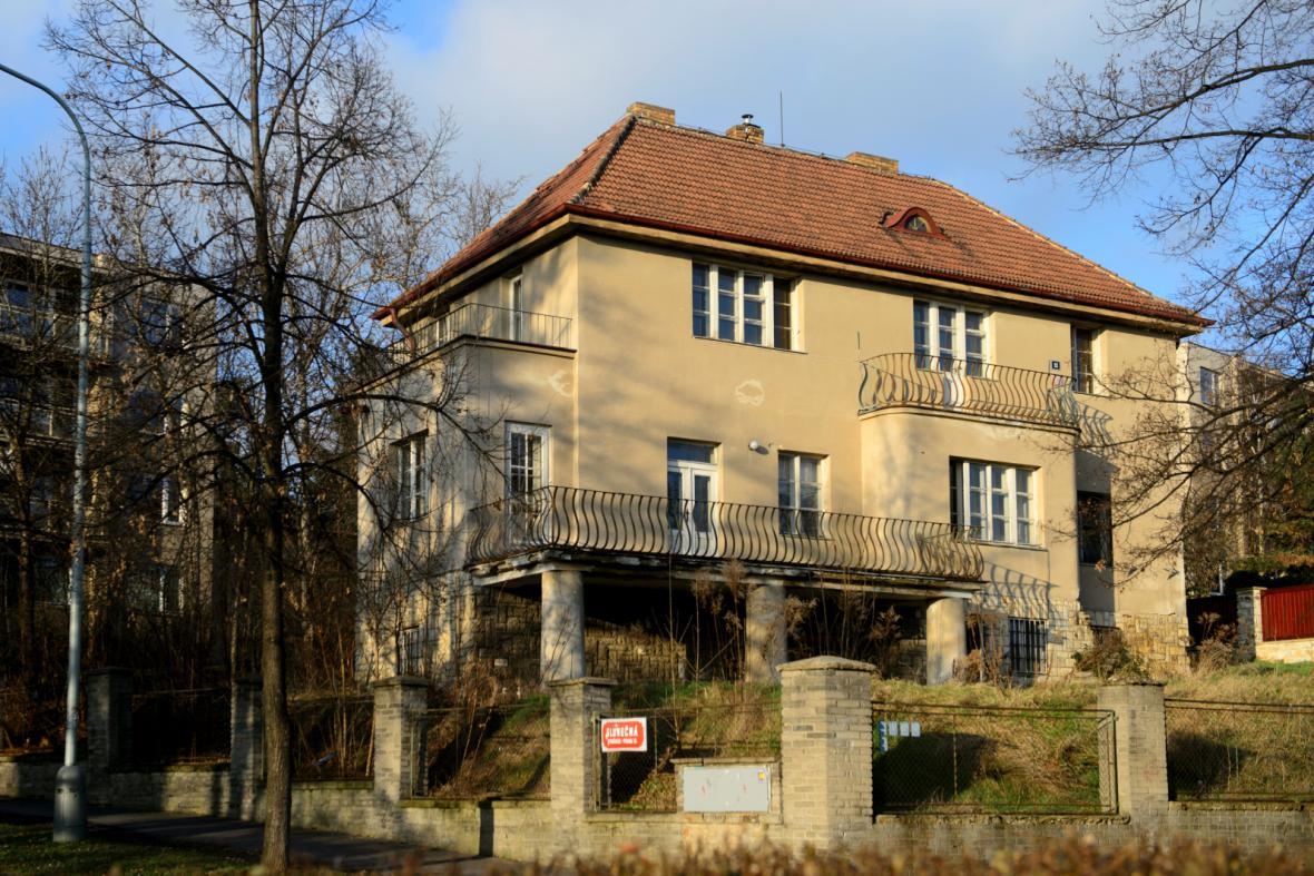 Vila, kterou koupil kancléř Vratislav Mynář