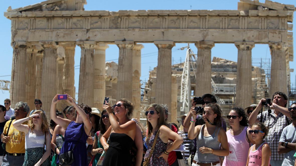 Turisté v Aténách