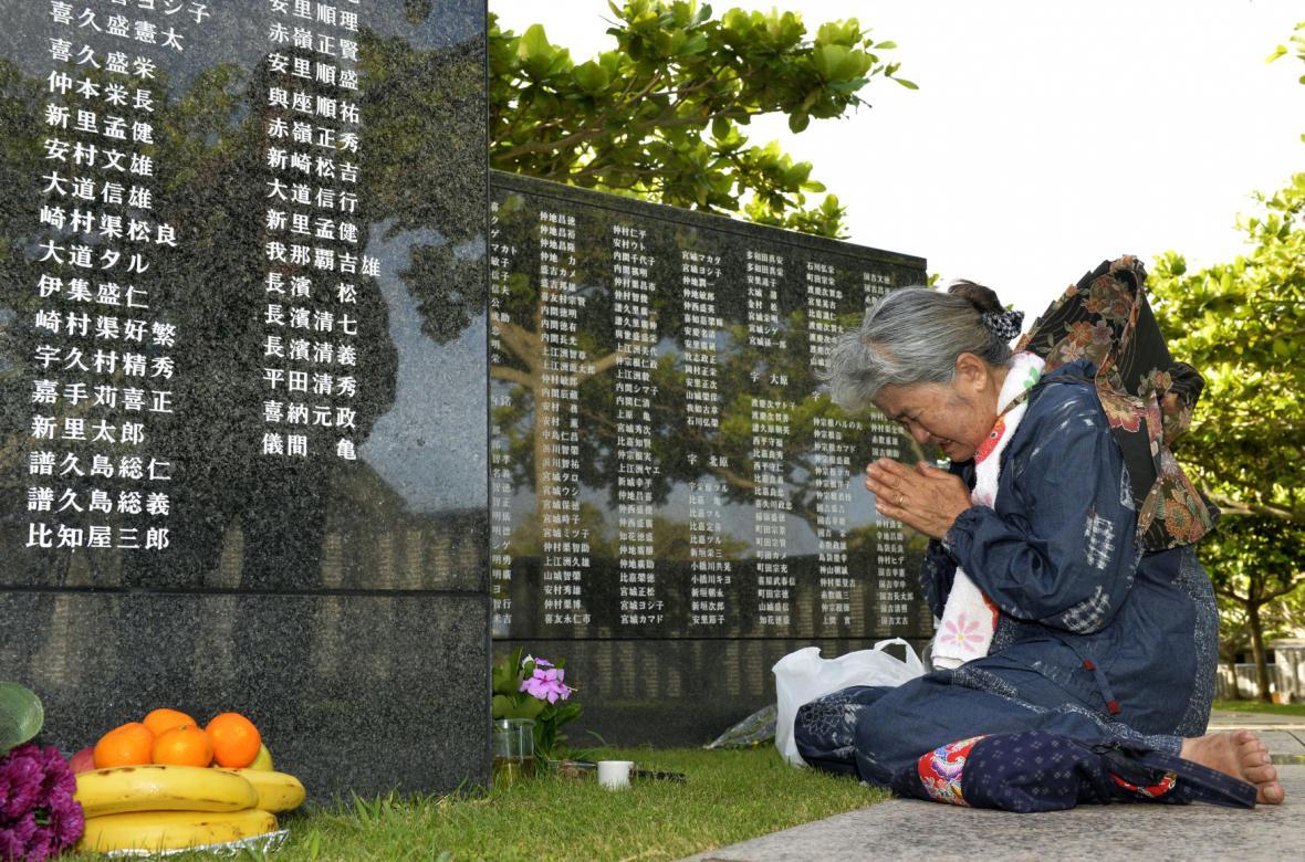 Pietní akce na Okinawě
