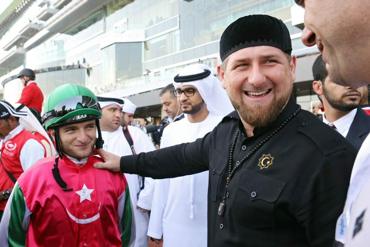Kadyrov během dostihů v Dubaji