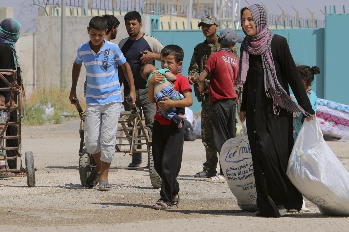 Na osvobozené území se z Turecka vracejí syrští uprchlíci