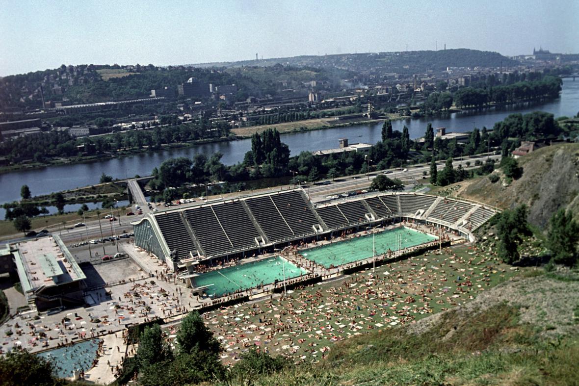 Podolský plavecký stadion