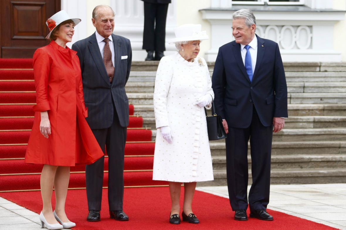 Oficiální přivítání britské panovnice