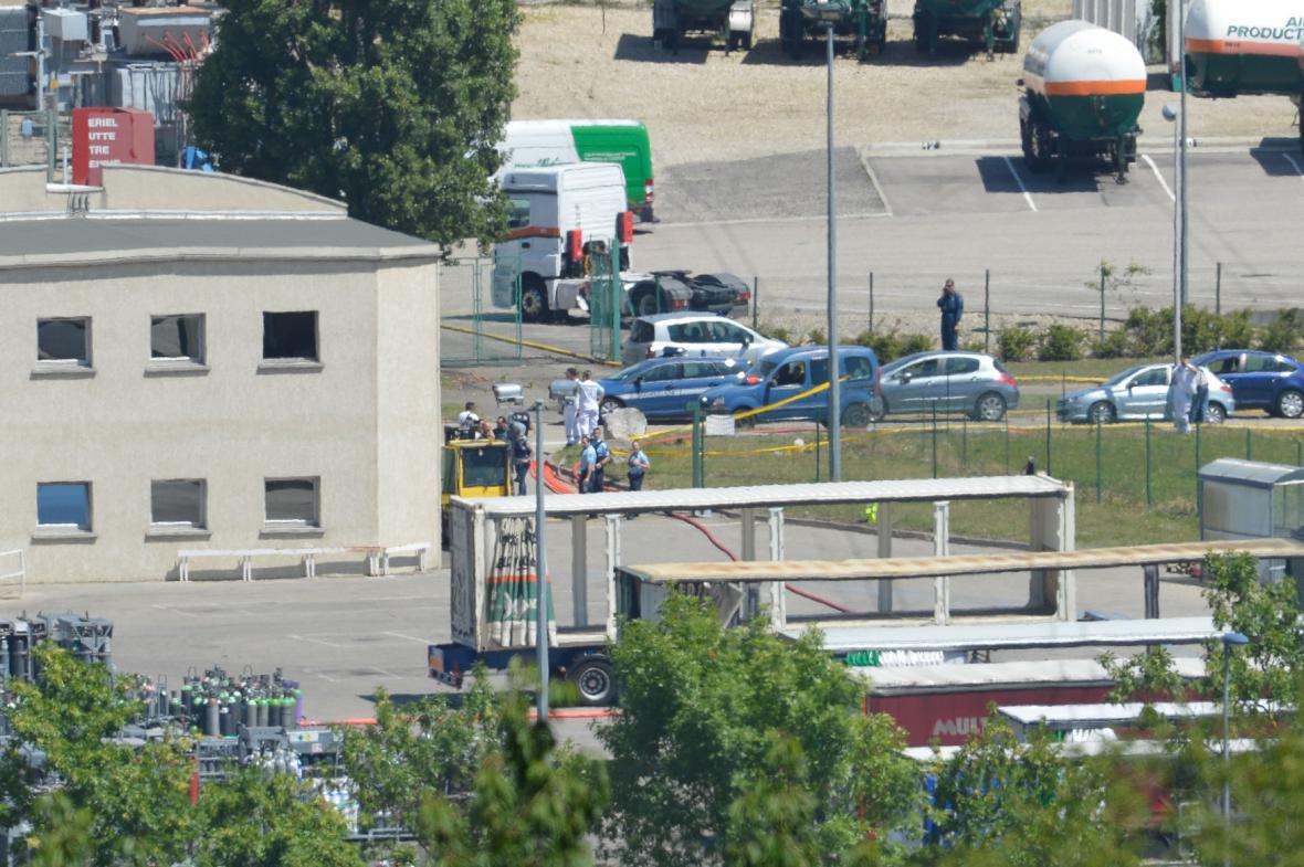 Útok na továrnu u Lyonu
