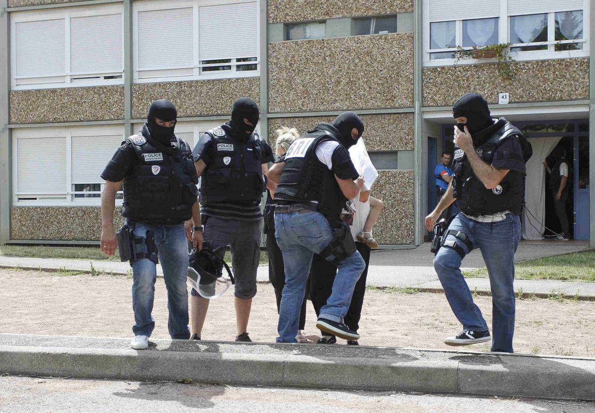 Policie při vyšetřování útoku zadržela několik osob - možných kompliců