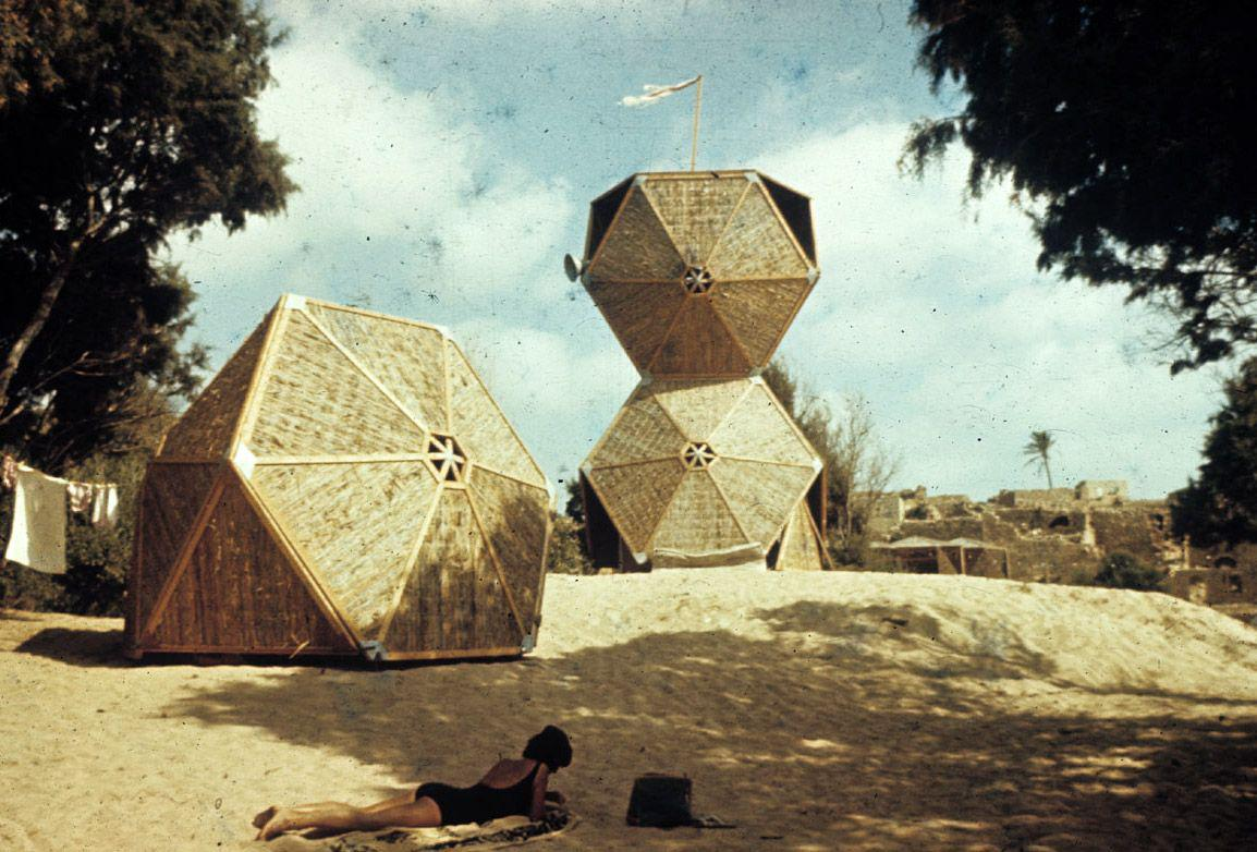 Z výstavy Alfreda Neumanna, Zviho Heckera a Rafiho Segala