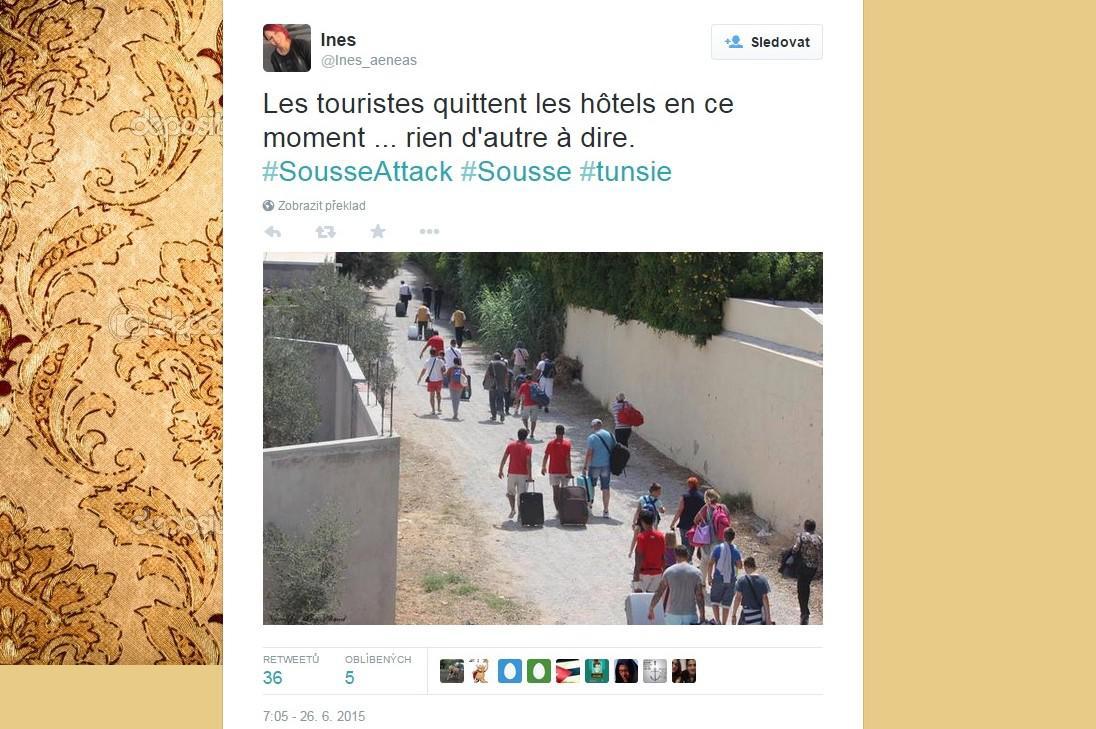 Turisté opouštějí Sousse