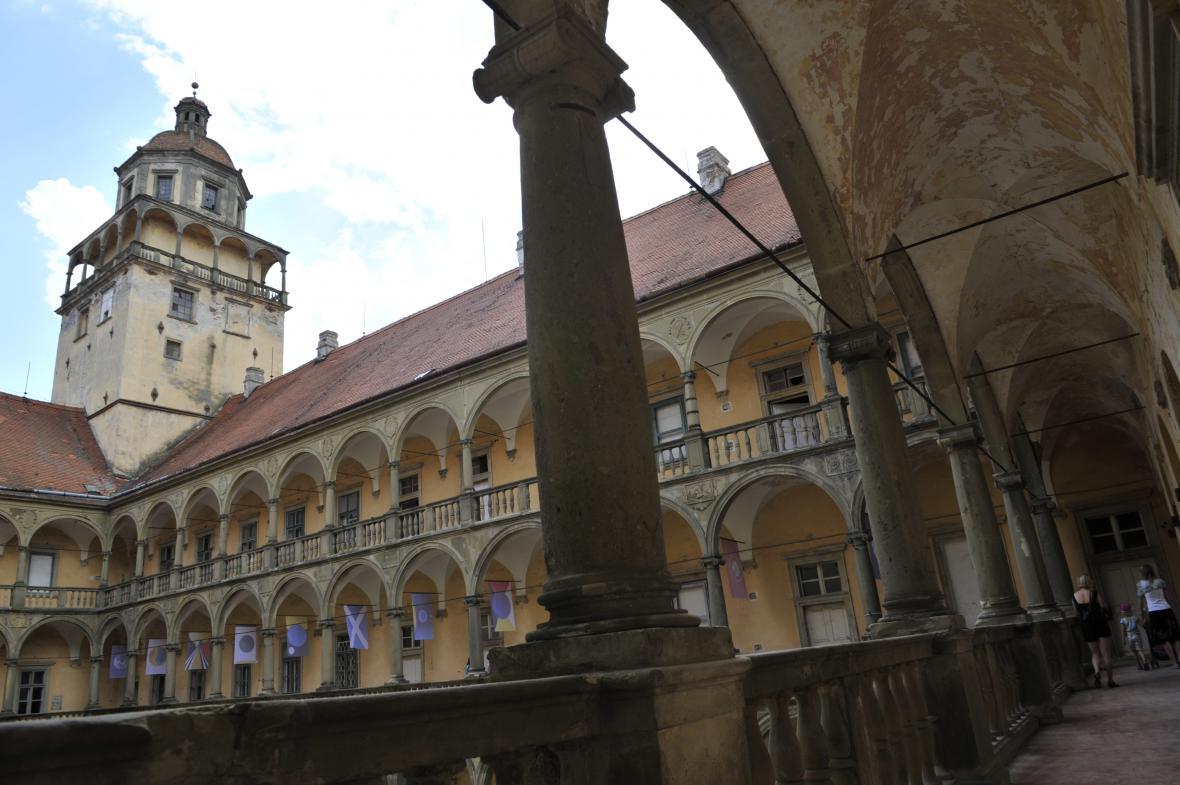 Na zámku v Moravském Krumlově bude vystavovat mecenáška umění Meda Mládková