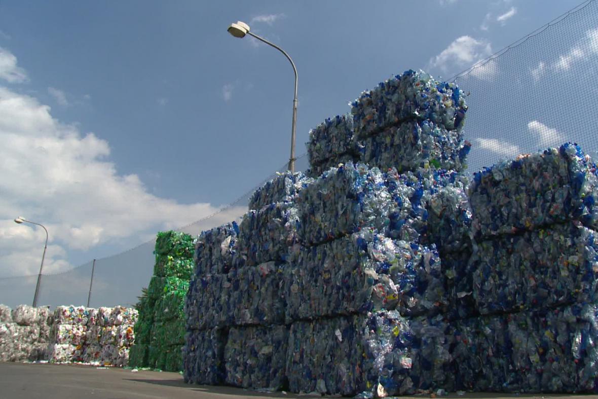 Recyklace PET lahví