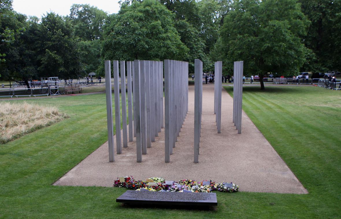 Británie vzpomíná na oběti teroristických útoků z července 2005