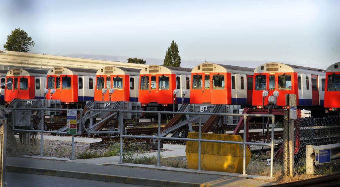 Odstavené soupravy metra