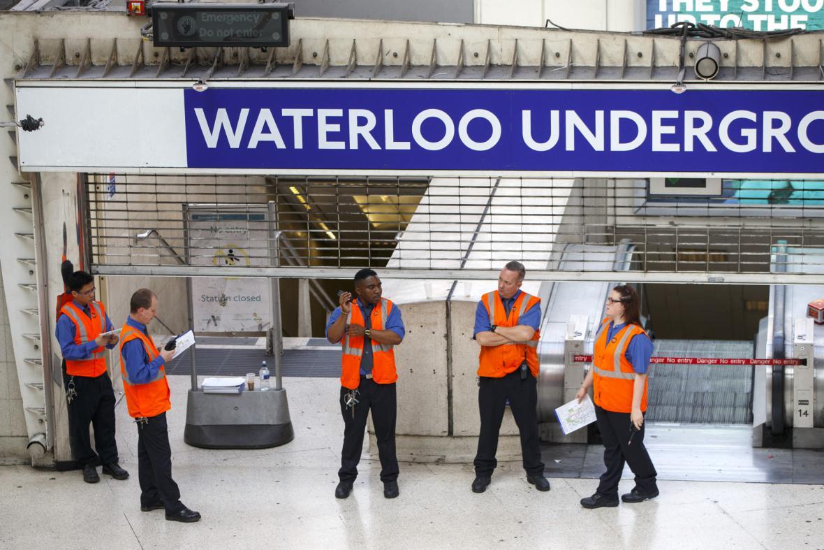 Stanice Waterloo zeje prázdnotou