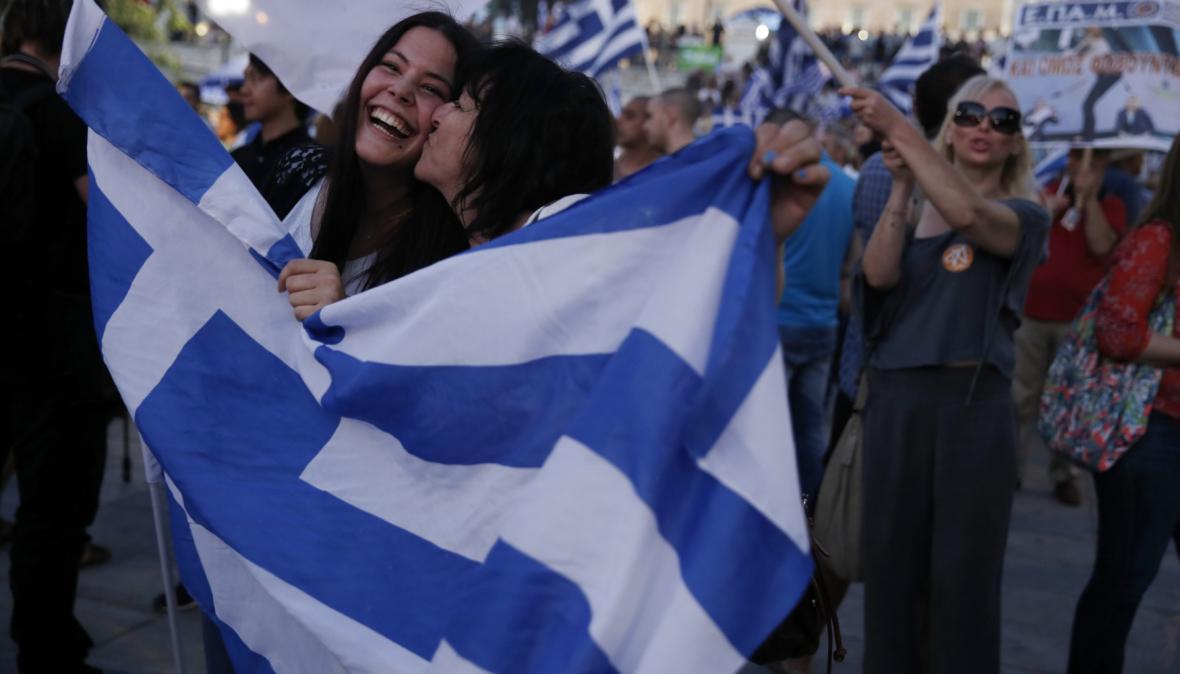 Lidé, kteří odmítají podmínky věřitelů v referendu, během sčítání už oslavovali