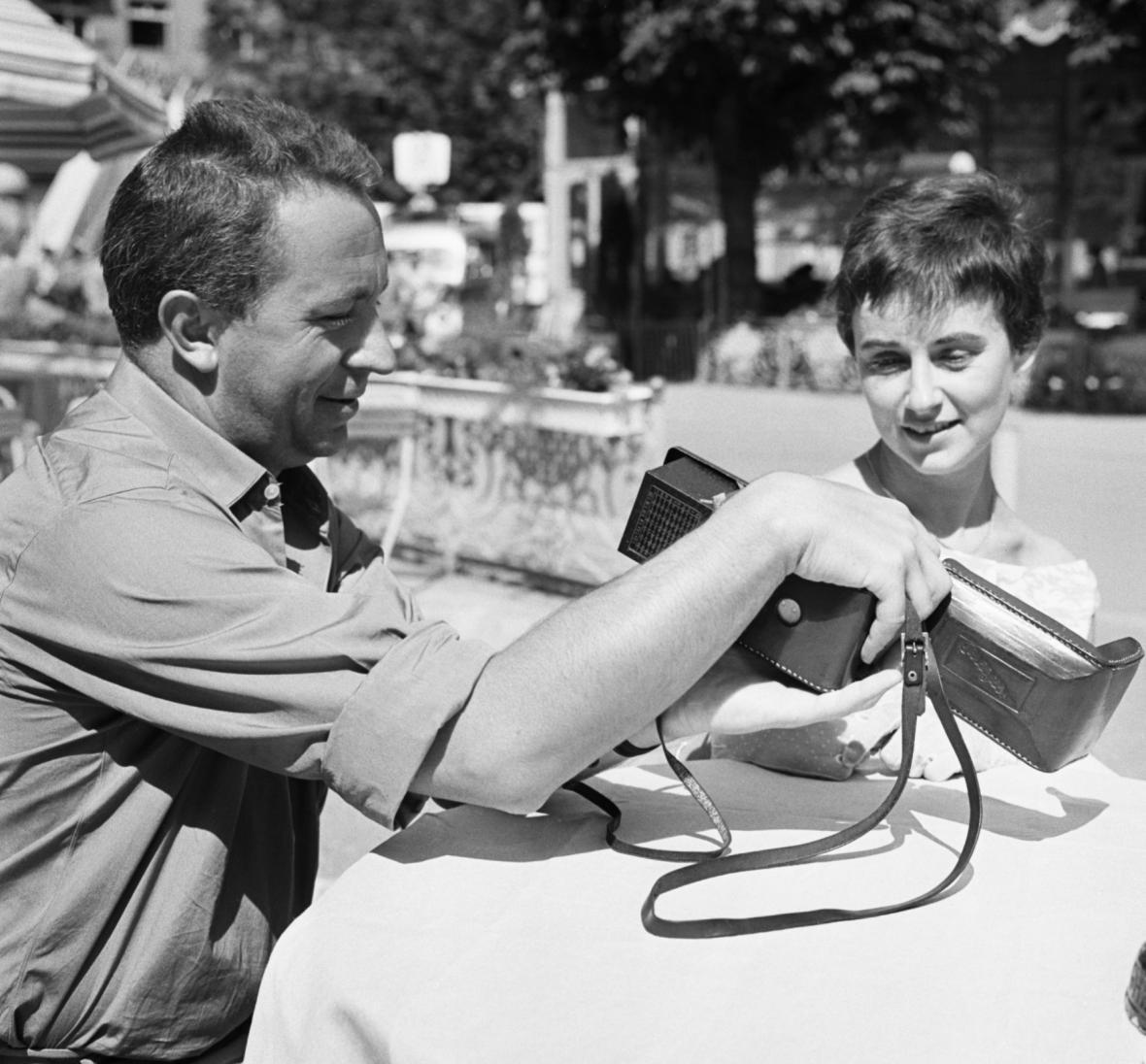 MFF Karlovy Vary v roce 1958: Miroslav Horníček natáčí Festivalové filmové momentky