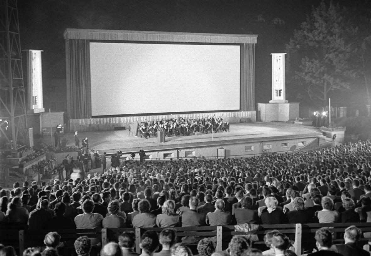 Letní kino na MFF Karlovy Vary 1958