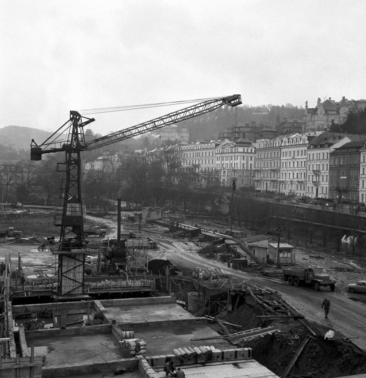 Stavba hotelu Thermal (1969)