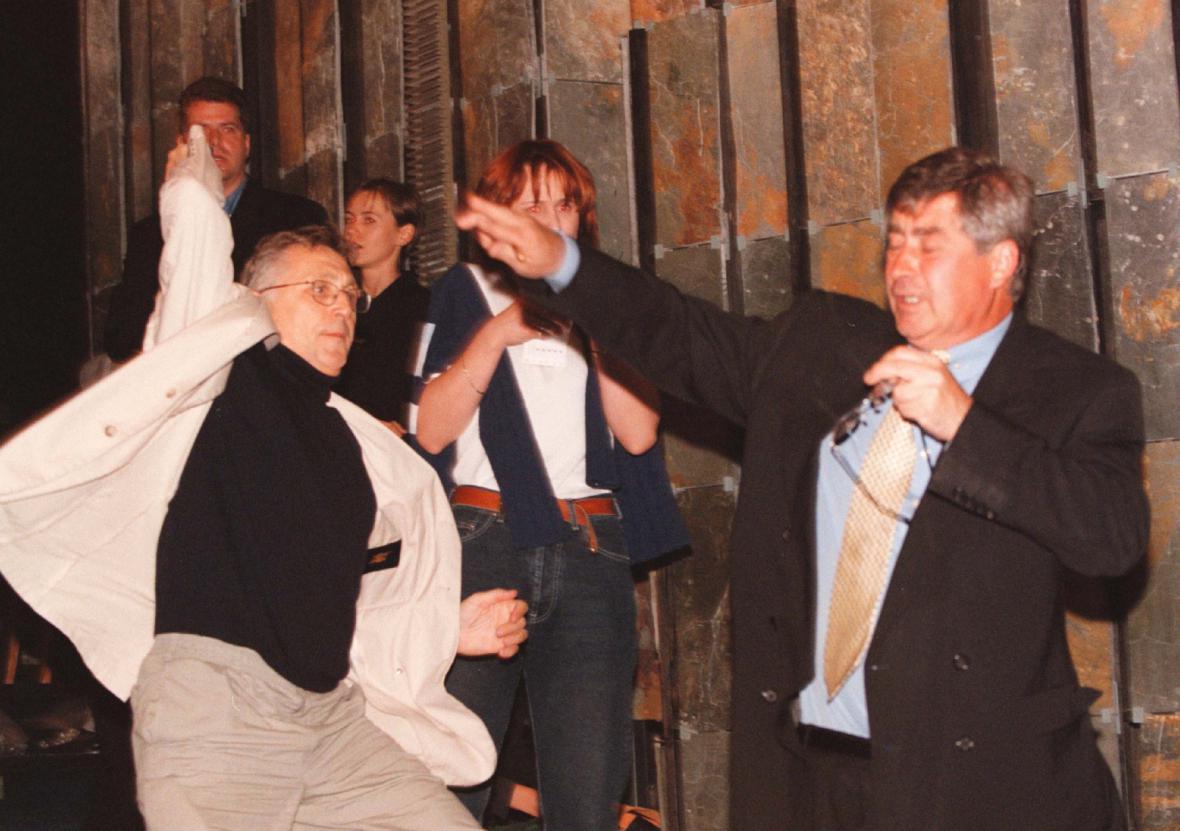 Jiří Menzel švihá producenta Jiřího Sirotka (MFF Karlovy Vary, 1998)