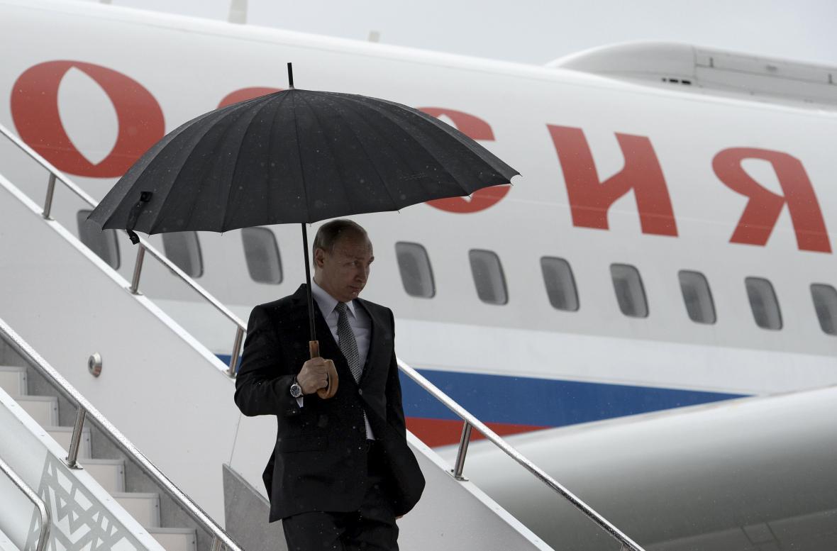 Ruský prezident Vladimir Putin po příletu do Ufy
