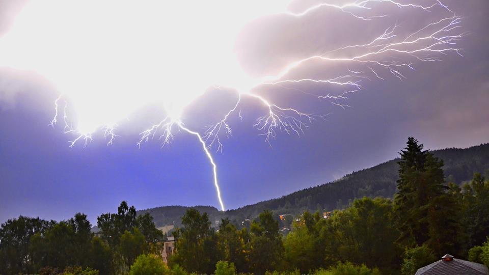 Noční bouřka v Nejdku